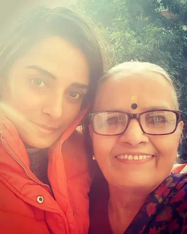 Pooja-Sharma-With-Her-Family-Member